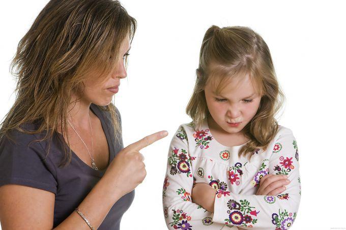 ТОП 10 слів і фраз, які не можна говорити дитині