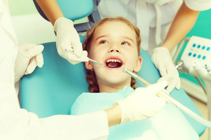 Дитина боїться лікувати зуби, як їй допомогти?