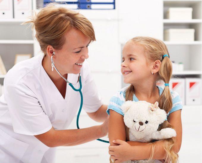 Дитячі лікарі. Про які 6 питань найчастіше сперечаються педіатри?