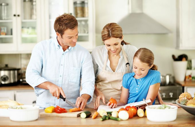 familyofthree_cooking_2x.jpg (47.07 Kb)