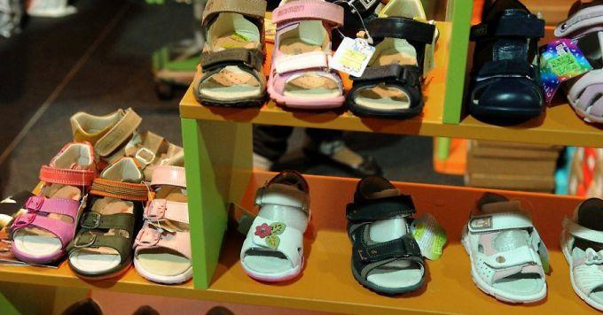 Взуття для дітей: 5 правил примірки