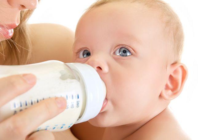 Як відучити дитину від пляшечки без проблем