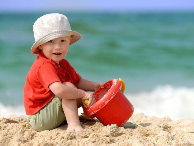 ТОП-10 розвиваючих і антистресових ігор з піском для дітей