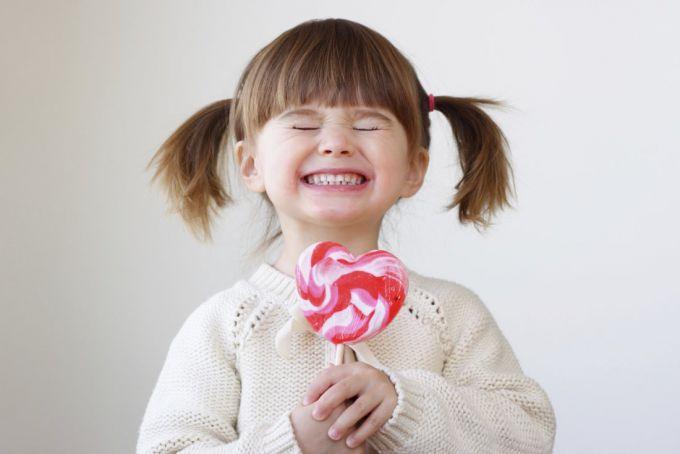Стоматолог: що корисно і шкідливо для дитячих зубів