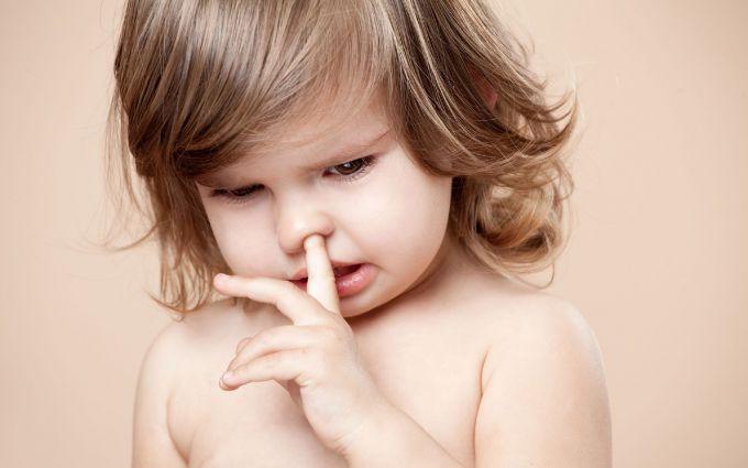 Чому діти колупають в носі, гризуть нігті, смокчуть пальці - і що з цим робити