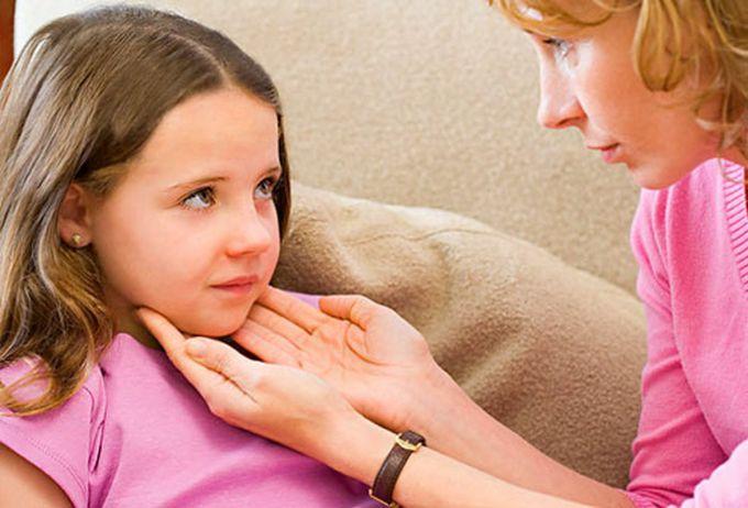 Біль у горлі у дітей: коли він не заразний