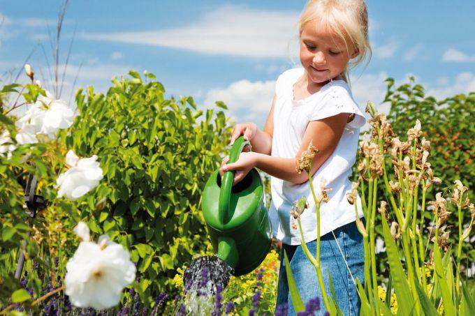 Долучаємо дітей до праці на дачі: 7 маленьких хитрощів