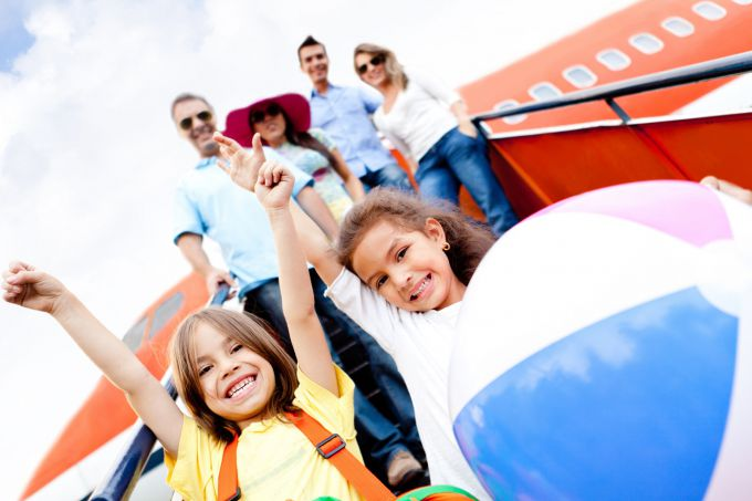 Відпочинок з дитиною за кордоном: які документи потрібні для виїзду?