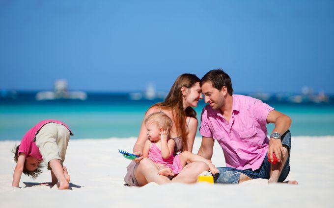 Поради для дітей і дорослих, як уникнути зневоднення у відпустці