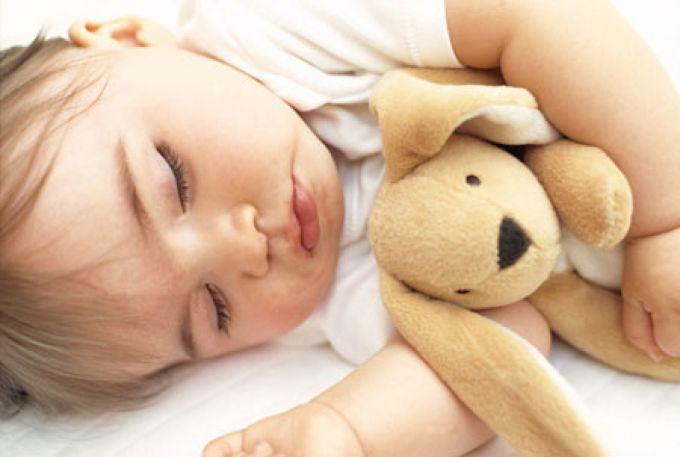 Скільки годин повинна спати дитина
