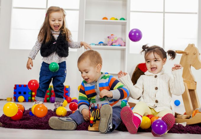 sf-children-playing-in-playroom-with-balls.jpg (56.09 Kb)