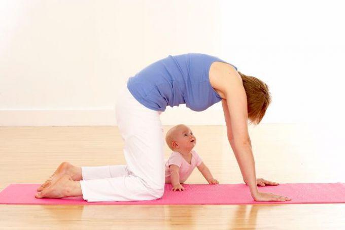 Який вид спорту підійде для годуючої мами?